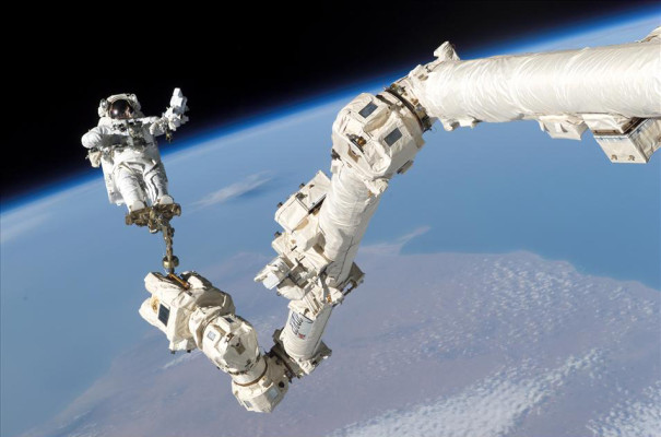 Canadian group to repatriate Canadarm company in $1-billion deal with Maxar